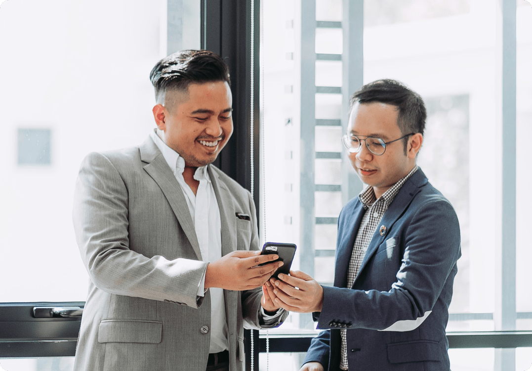 two men using jupitrr app to connect
